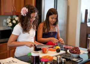 salinas-dental-health-kids-making-their-own-lunch